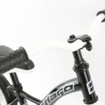 Haro Z10 top tube gives plenty of standover clearance